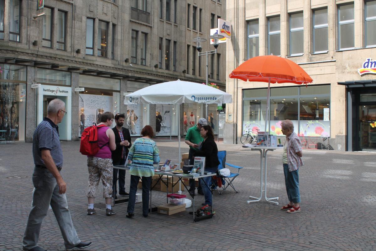 Informationsstand auf dem Recklinghäuser Altstadtmarkt